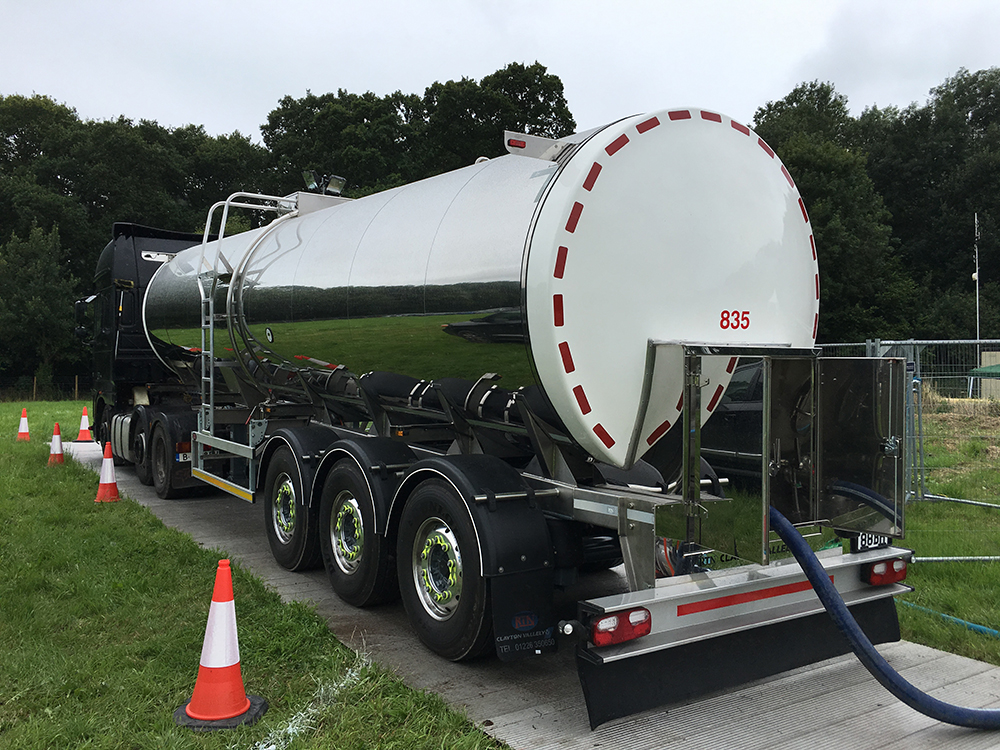 Drinking water delivery by Tanker